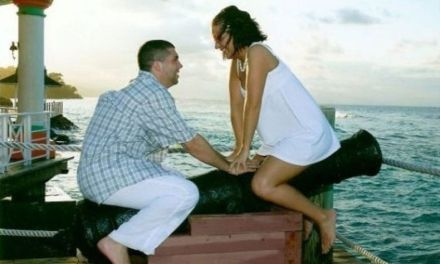 47 Engagement Photos That'll Make Your Cringe [Photo Gallery]