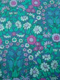 Jonelle Daisy Chain fabric, designed by Pat Albeck