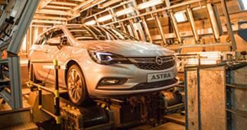 Opel-News_Opel_Astra_Sports_Tourer_Climatic_Test_Chamber_384x216_299047_pop