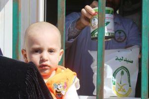 صيدلية العيادات التخصصية السعودية تصرف عبوات الحليب لـ 412 طفل سوري في مخيم الزعتري