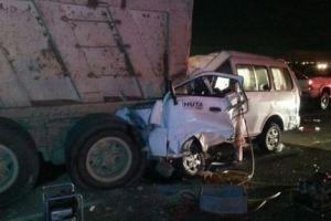 بالفيديو.. العناية الالهية تنقذ عائلة وطفلان من حادث تصادم شاحنة و4 مركبات بجدة
