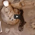 """بالفيديو : فتحوا مقبره بالسعوديه عمرها 30 عام شاهد ماذا وجدوا فيها """"لن تتمالك نفسك من الدموع"""""""