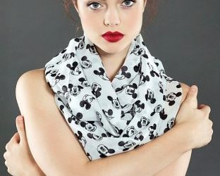 Mickey-Mouse-Scarf-312x500