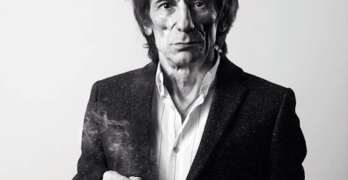 ronnie-wood-smoking