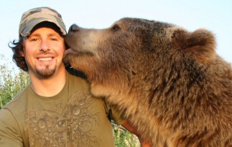 casey-anderson-with-brutus-the-grizzly-bear.jpg1376606867