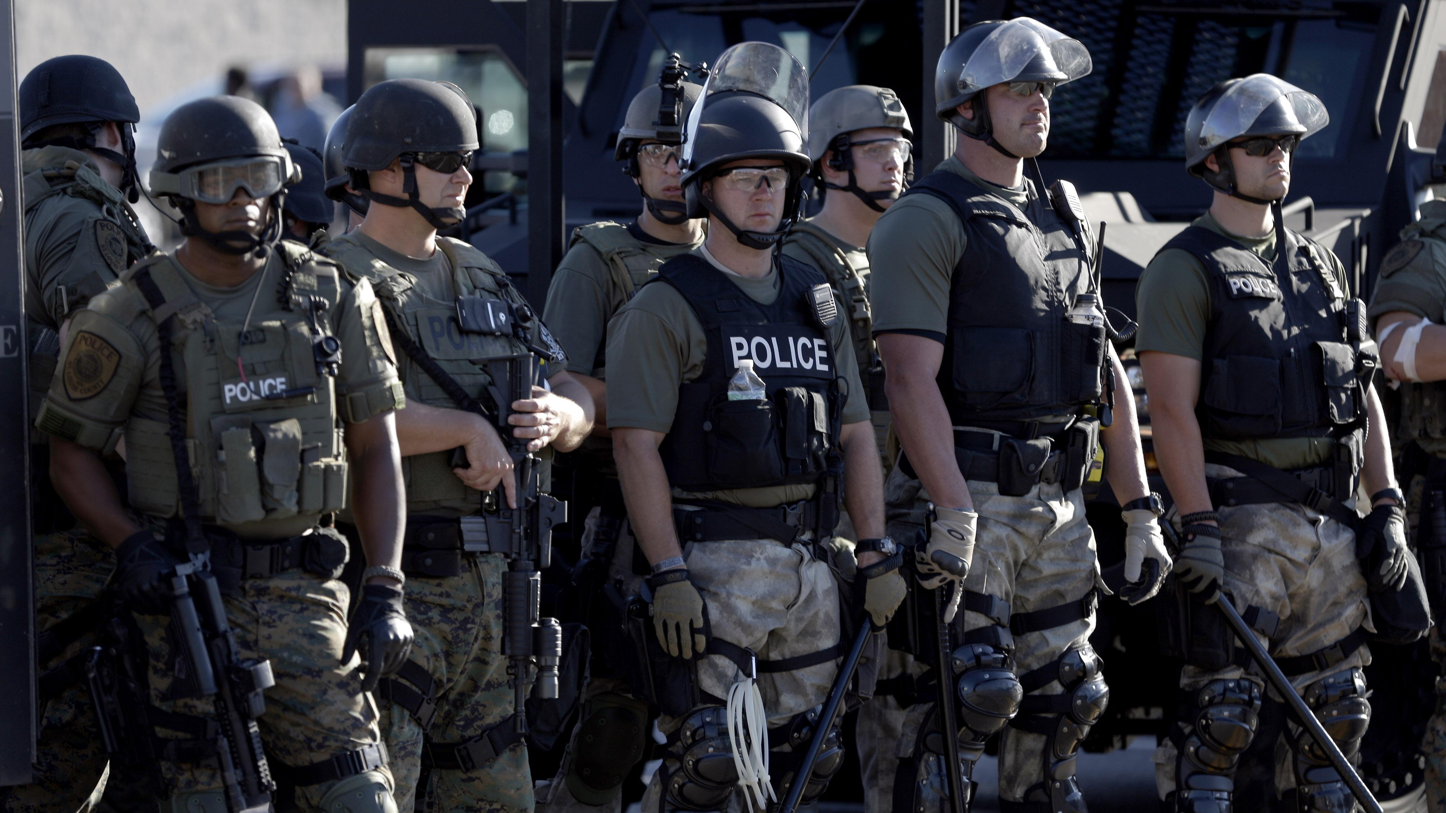 porot-politseyskih-telok-video-muzh-zhena-i-ee-podruga-v-eble-video