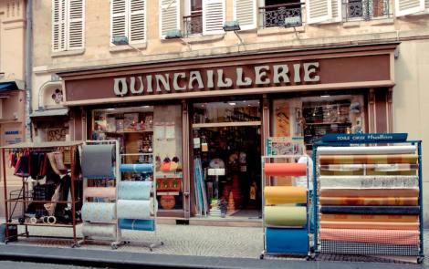 La quincaillerie de la rue Montorgueil dans le quartier des Halles à Paris