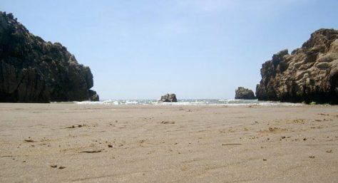 la-fille-de-la-plage-sable