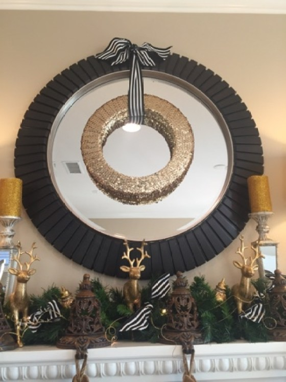 quick and easy glam wreath, make an easy holiday wreath, Pinterest wreath craft, easy gold wreath for Christmas, decorator tricks for the holidays,