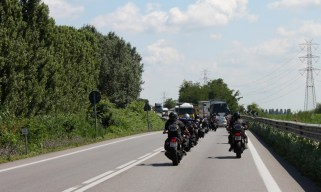 We come up on a group of Austrian bikers but pull back as the road is danergously buzy