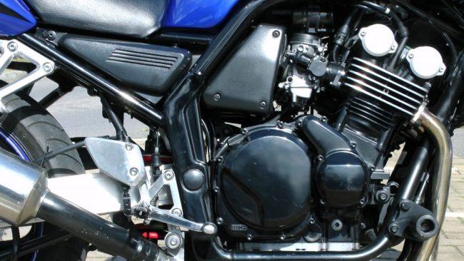 yamaha-fazer-motorcycle-engine