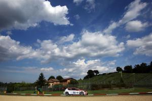 media-Valentina Albanese sulla sua SEAT Leon Cup Racer (12)