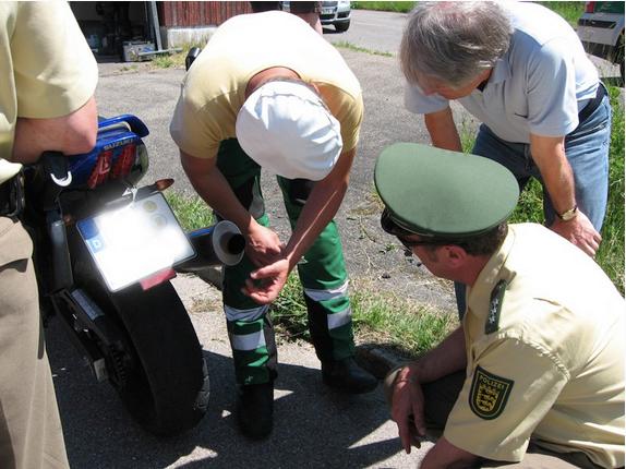DB-Eater-Schau im Rems-Murr-Kreis: Mal gucken, ob da was drin ist. Gegen andere Lärmtricks hat die Polizei kein Instrumentarium.
