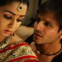 Charmi and Vivek Oberoi in Hot Sexy Scene of the movie Zilla Ghaziabad