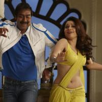 Taki Taki Video Song from Himmatwala