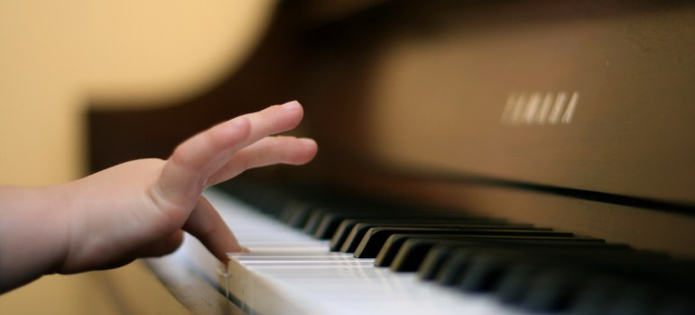 child-finger-playing-piano