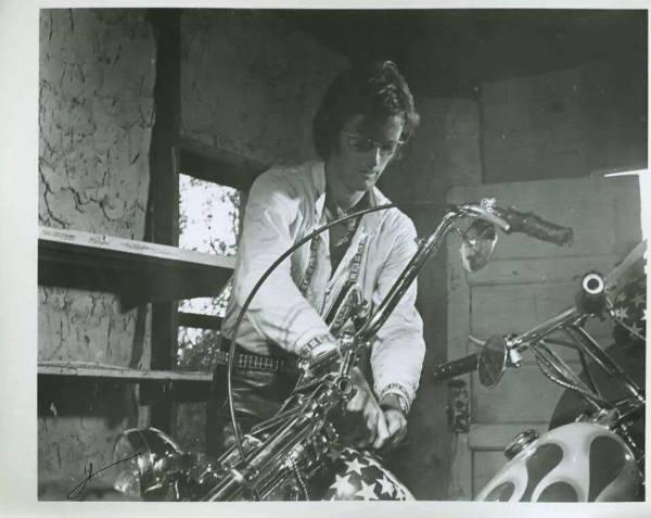 Peter Fonda, Stuffing his tank with cash. Easy Rider, Ballarat California 1968.