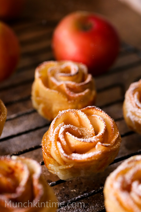 Apple Roses Dessert Recipe // www.munchkintime.com