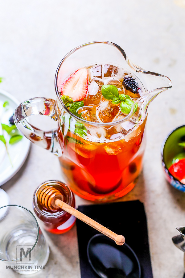 How to Make Iced Tea with Step by Step Tutorial - Delicious drink to enjoy on a hot summer day! -- #howtomakeicedtea #drinksrecipe