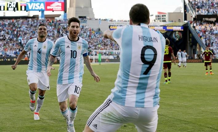 Gonzalo Higuain Lionel Messi Gabriel Mercado