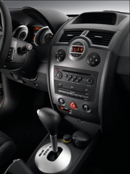 renault-megane-ii-2010-sedan-y-grand-tour-02