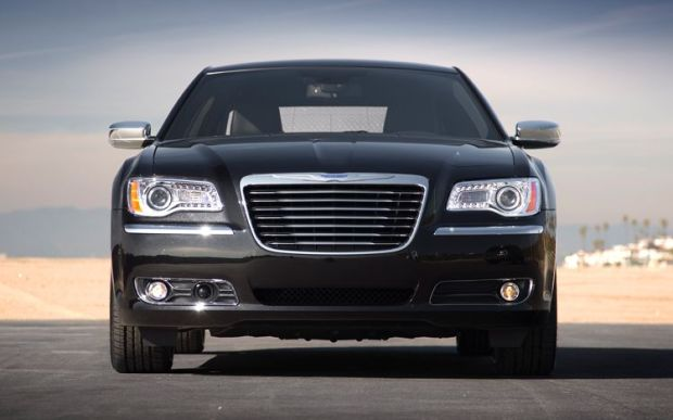Chrysler 300C 2011 01