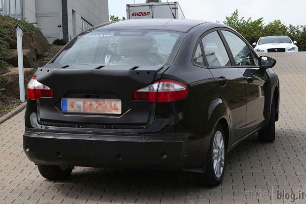 ford-fiesta-sedan-fotos-espia-8
