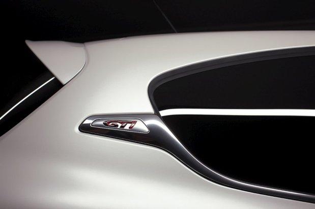 Peugeot-208-GTi-11