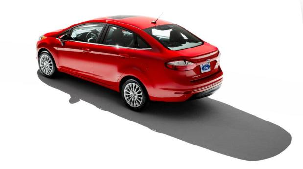 ford-fiesta-sedan-2013-3