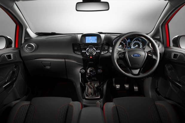 ford-fiesta-black-red-edition-5
