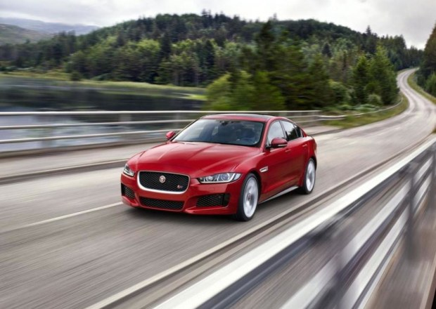 jaguar-xe-sports-salon-8