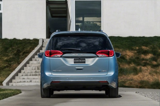 chrysler-pacifica-2017-0