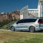chrysler-pacifica-2017-10