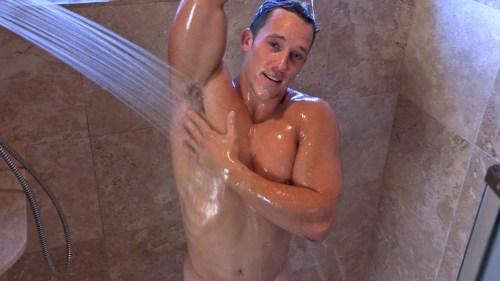 showering-muscle-jock