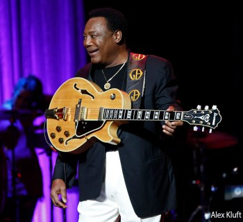 George Benson at Saban Theater - photo credit: Alex Kluft