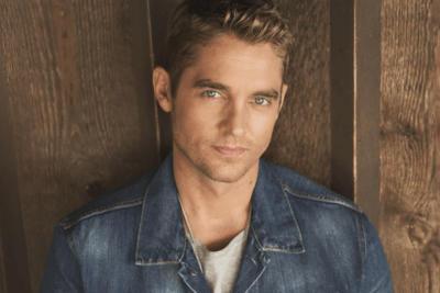Brett Young signing story