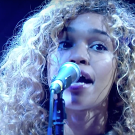 izzy-bizu-give-me-love-live-jools-holland-screenshot