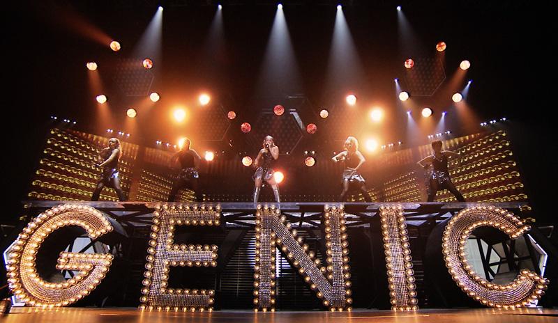 壮大なスケールでファンを魅了した安室奈美恵『namie amuro LIVEGENIC 2015-2016』
