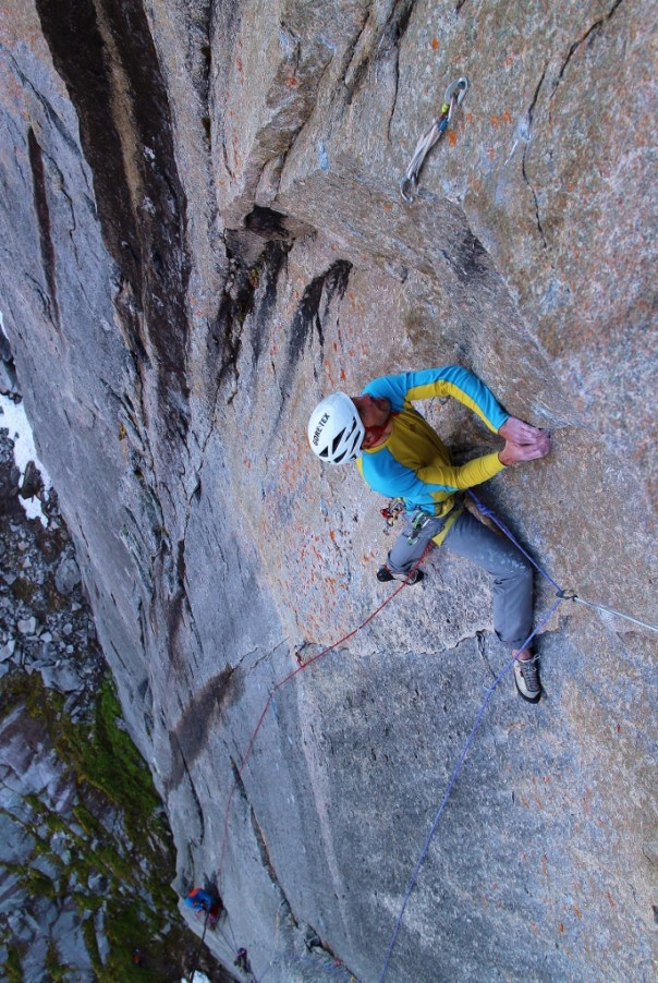 Dave free'ing the crux pitch of 'Disco 2000', an amazingly varied pitch. Photo - Calum Muskett