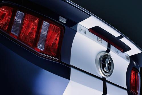 ford-shelby-gt500-2010-rear-decklid-detail_w800