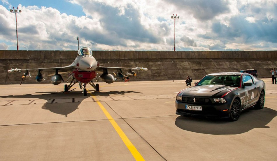 F16 kontra Mustang Celibada