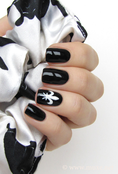Black nail design with lilies