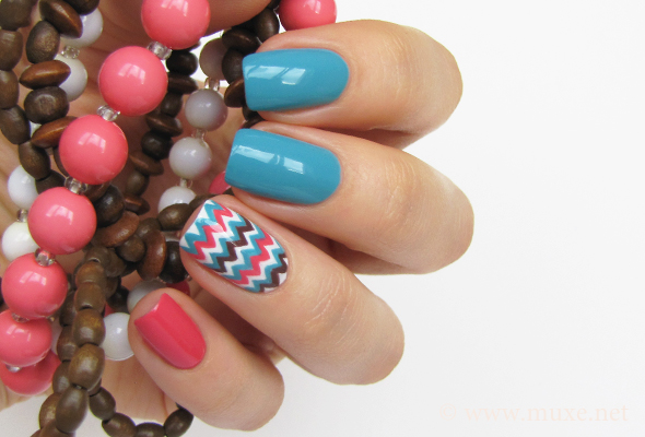 Chevron nails in blue and coral