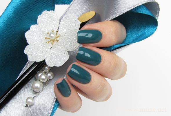 Doir nail polish Nirvana 704 swatch