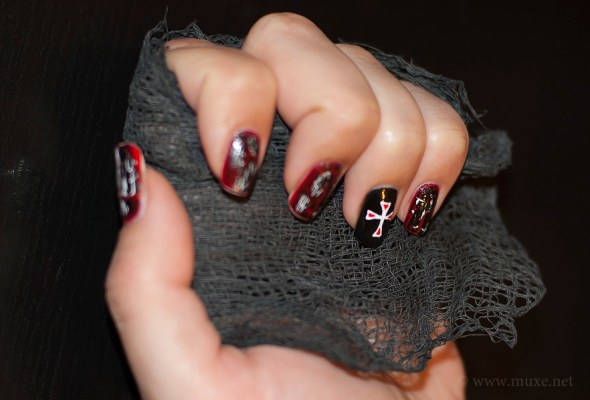 Red nails with crackle polish