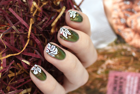 Christmas nail art poinsettias