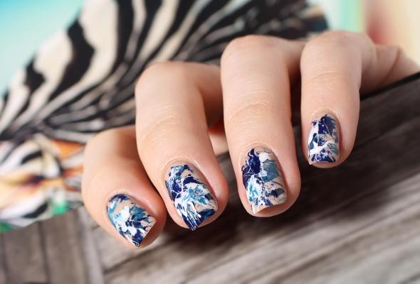 Blue and white splatter nails