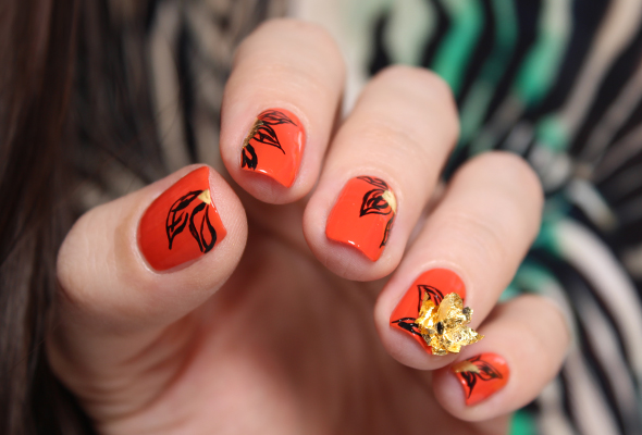 Orange nails with golden flowers Halloween