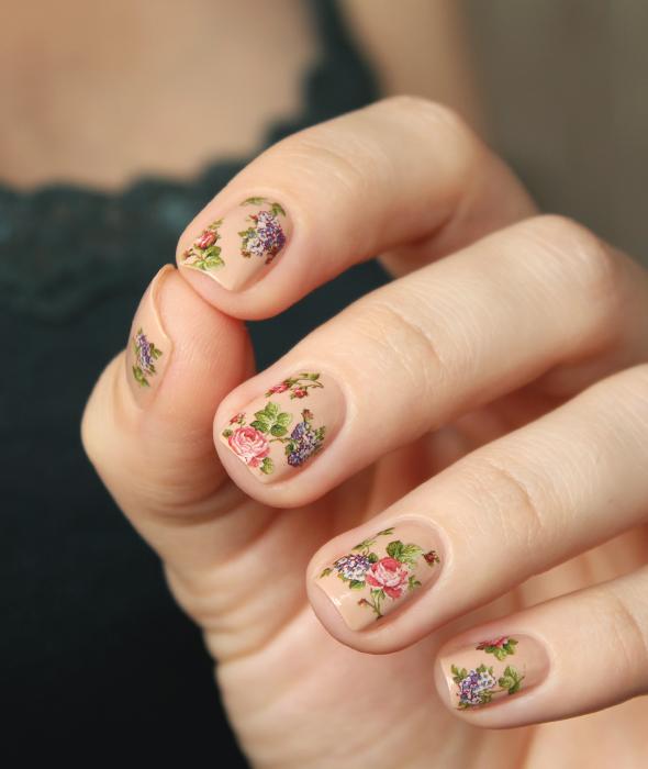 Beige floral nude nails design