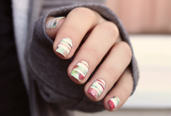 Abstract stripes nail design